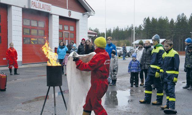 Palokuntanuoret antoivat ohjeet paloturvalliseen jouluun