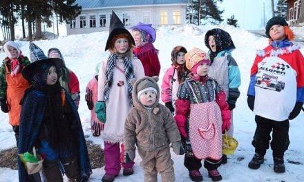 Pääsiäiskokot lasten suurta hupia