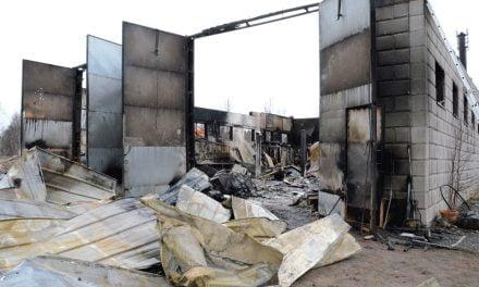 Rakennuspalo johti öljyntorjuntatehtäviin Kojolassa