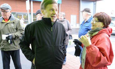 """Mauri Pekkarinen kiitteli hallituksen """"kehysriihisekoilua"""" keskustan gallup-paukusta"""