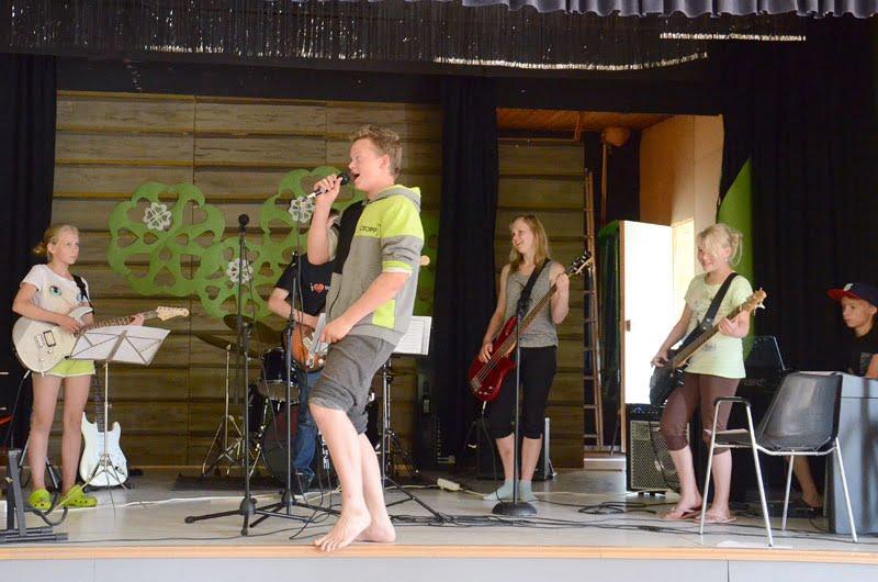 Bändileiriläiset soittivat ensi kertaa Harjulinnassa