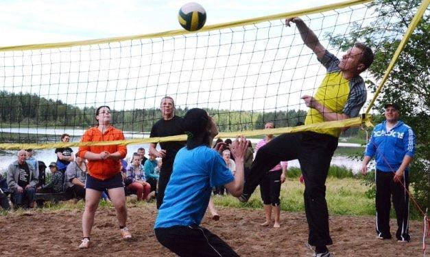 Kirkonkylä katkaisi Silkkiperän voittoputken kylien välisessä lentopallossa