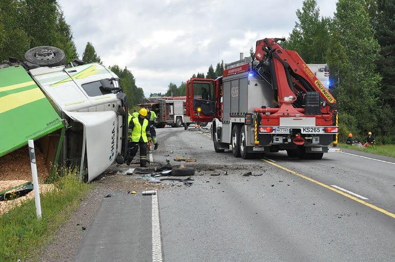 Henkilöauton kuljettaja kuoli Rönnyllä