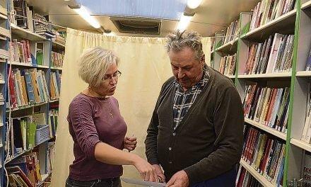 Wiitaunionin kirjastoauto lähti kyläkiertueelle terveyttä pursuten