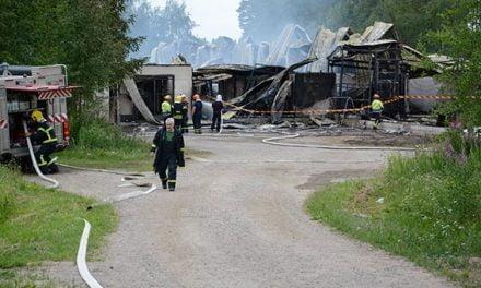 Uus-Herralan navetta tuhoutui tulipalossa Alvajärvellä