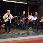 Parissakin päivässä oppii soittamaan bändissä