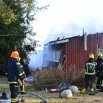Tulipalo tuhosi navettarakennuksen Peningissä